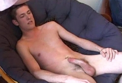 Straight amateur twink jerks and gets wanked