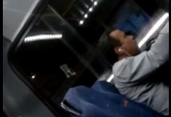 Batendo punheta no bus&atilde_o - SUPER DOTADO