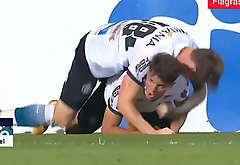 Gostosos comemoram gol agarrados - Flagras bring off Futebol